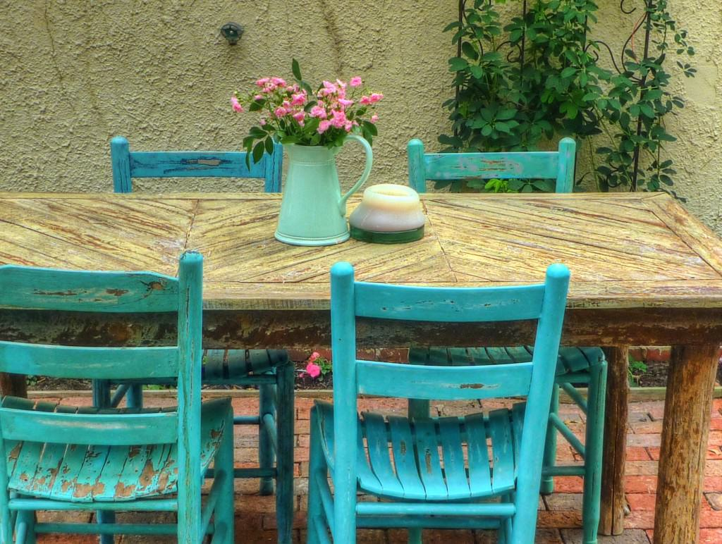 Flickr, Garden Table by Frank DiBona, CC BY-NC-ND 2.0