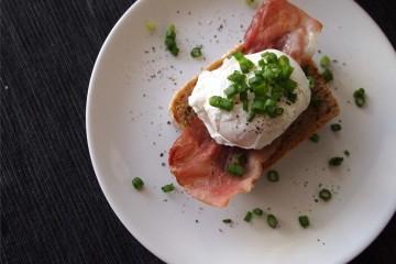 Jajko w koszulce, idealne śniadanie dla kobiety. Zrób, to się przekonasz :)